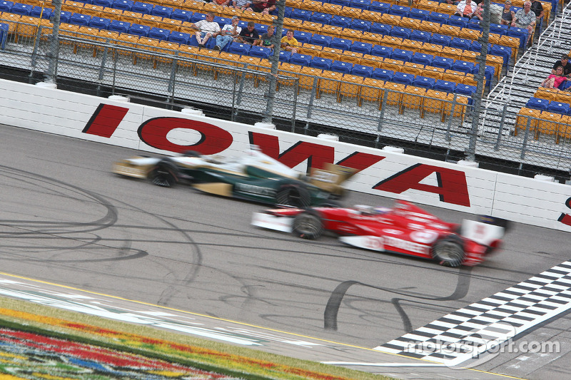 Ed Carpenter charges back to 4th at Iowa Sunday