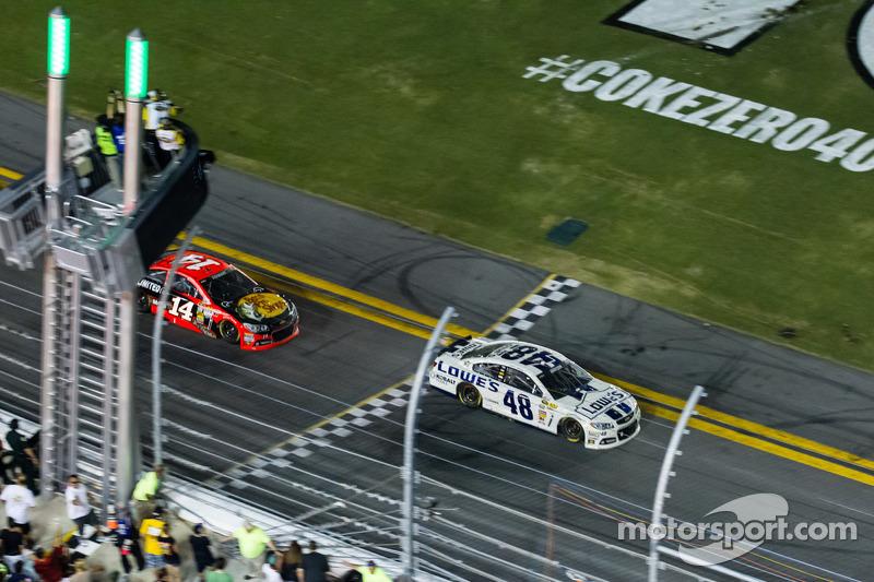 Stewart is second on the Daytona 400