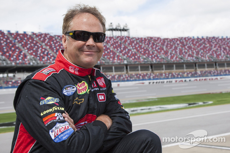 Mike Wallace takes on more than just the Mid-Ohio road course