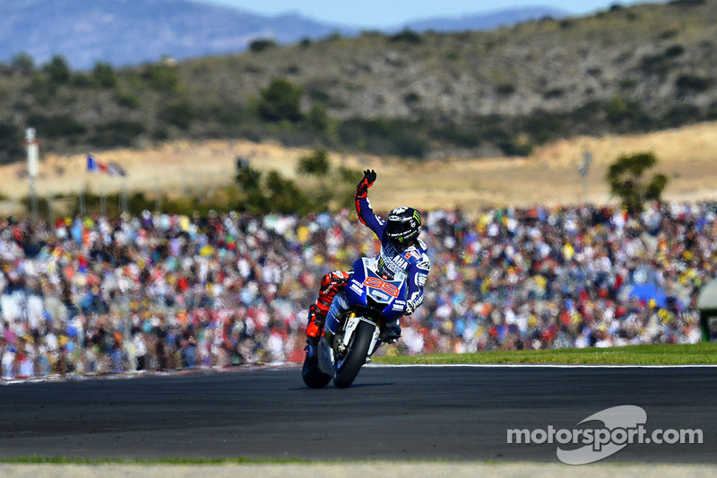 Victorious Lorenzo uses all his skill to win at Valencia