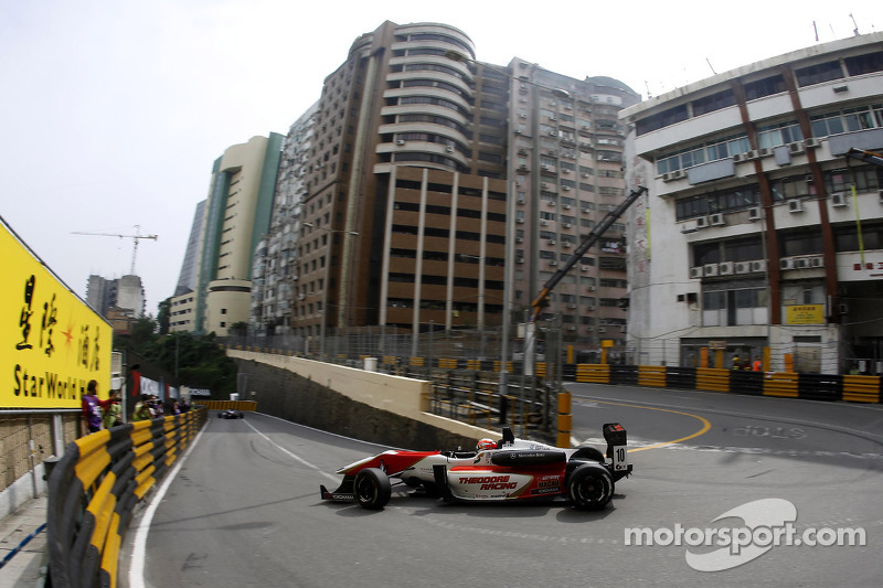 Lynn wins Saturday race at Macau to claim GP pole