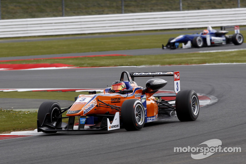 A patchy season opening at Silverstone for kfzteile24 Mücke Motorsport