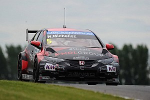 WTCC Qualifying report Honda Civic fourth fastest in dramatic qualifying for Slovakia Ring event