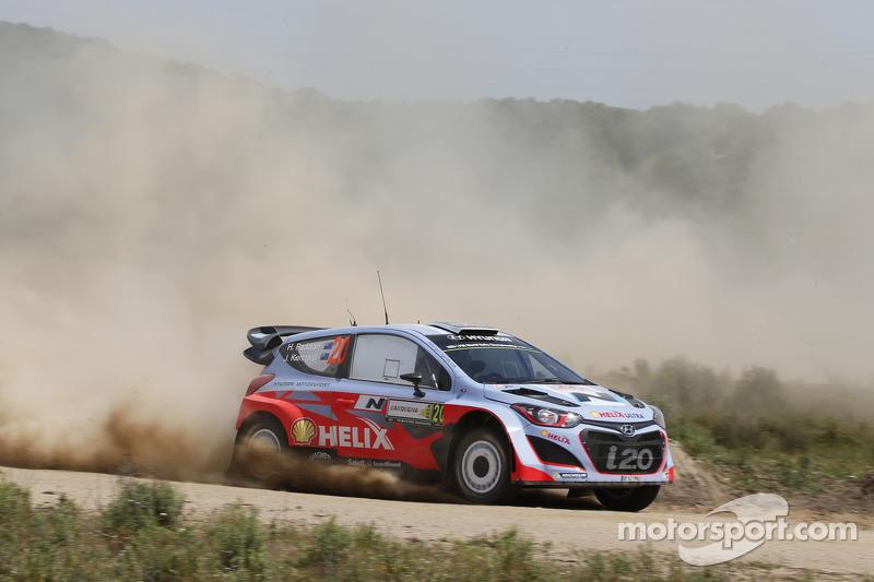 Valuable learning day for Hyundai Shell World Rally Team in Rally Italia Sardegna