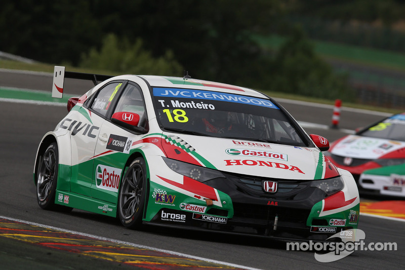 Honda Civics battle for Championship points in Spa WTCC Races
