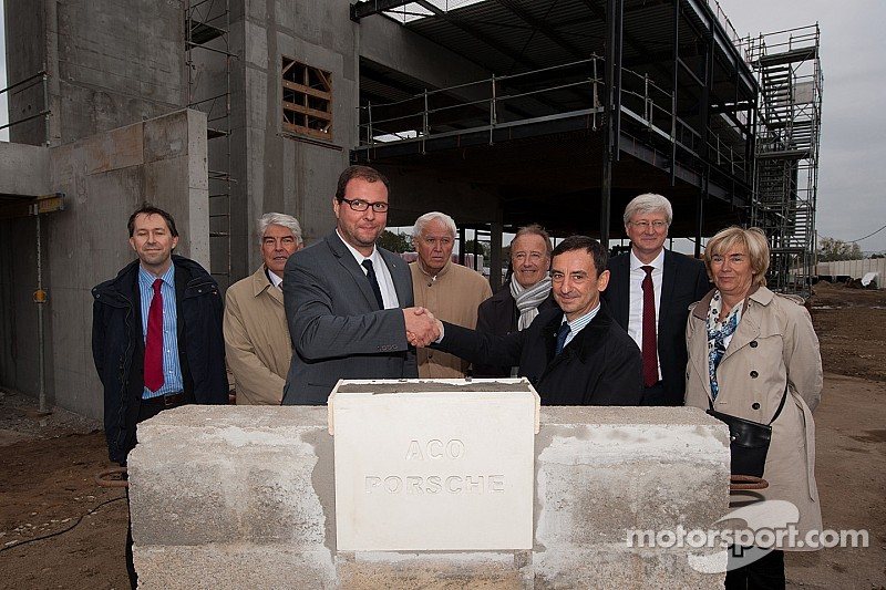 the first stone of the porsche experience centre at le mans has been laid. Black Bedroom Furniture Sets. Home Design Ideas