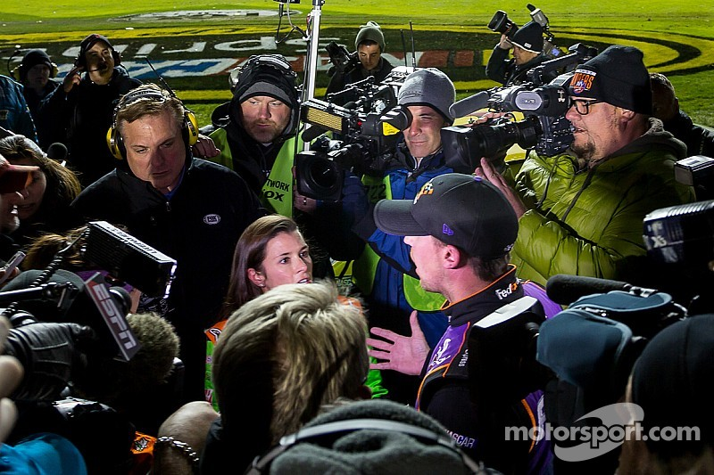 Danica takes a detour in the Duel, has words with Hamlin
