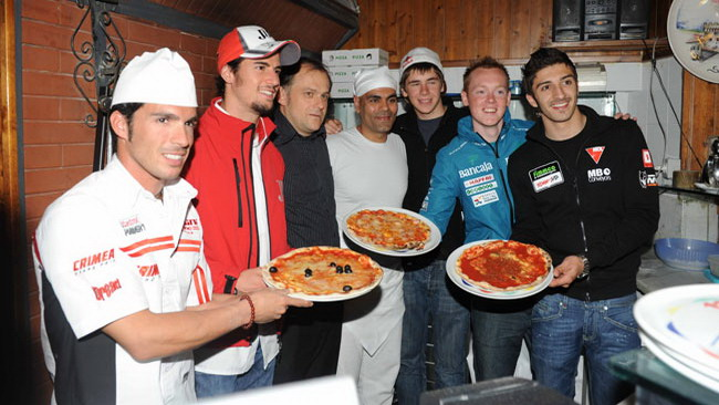 Elias, Corsi e Iannone pizzaioli per caso