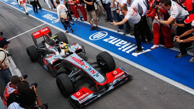 La McLaren gioca in difesa a Valencia