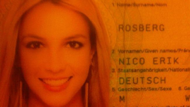 Scherzo a Rosberg: diventa Britney sul passaporto!