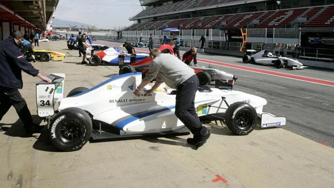 Frijns risponde a Sainz Jr nei test di Barcellona