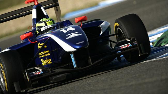 Callum MacLeod debutta al Nurburgring con Carlin