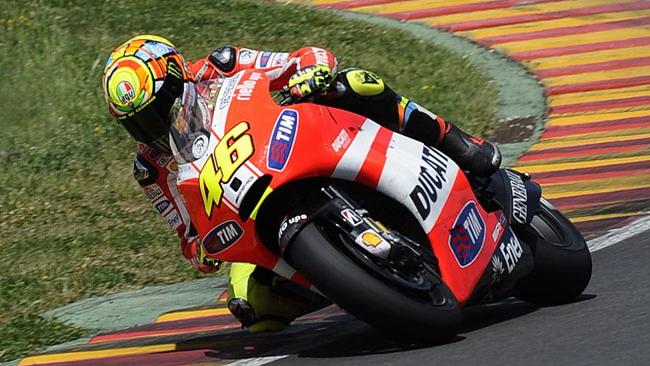 Slitta il debutto di Rossi sulla Ducati in alluminio