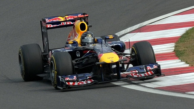 Vettel se la cava senza penalizzazioni