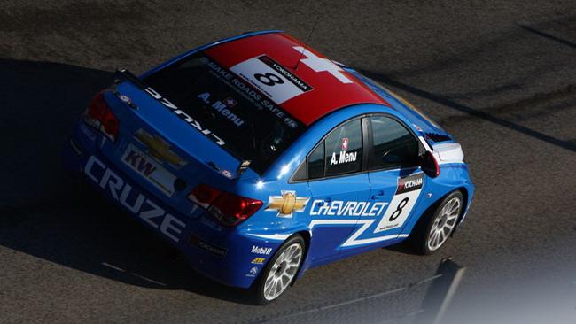 Alain Menù domina gara 1 a Suzuka