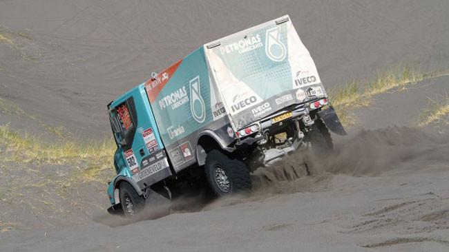 Dakar, 7° Tappa: domina De Rooy, naufraga Biasion