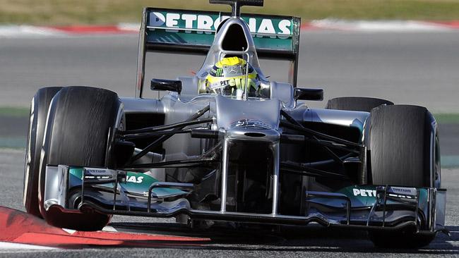 Una perdita d'olio ha bloccato la Mercedes pomeriggio