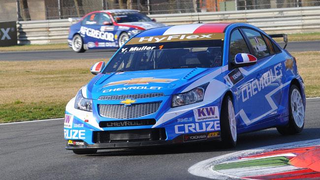 Nel warm up cinque Chevrolet con Muller davanti