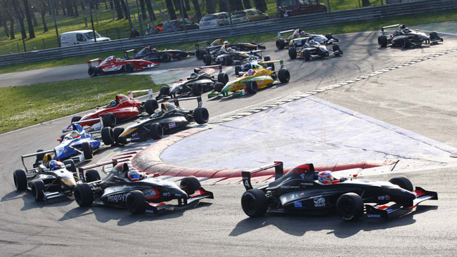 Oltre 30 monoposto al via della stagione 2012