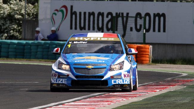Hungaroring, Gara 1: Muller guida la tripletta Chevy
