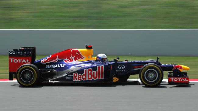 Vettel promuove la Red Bull RB8... chiusa