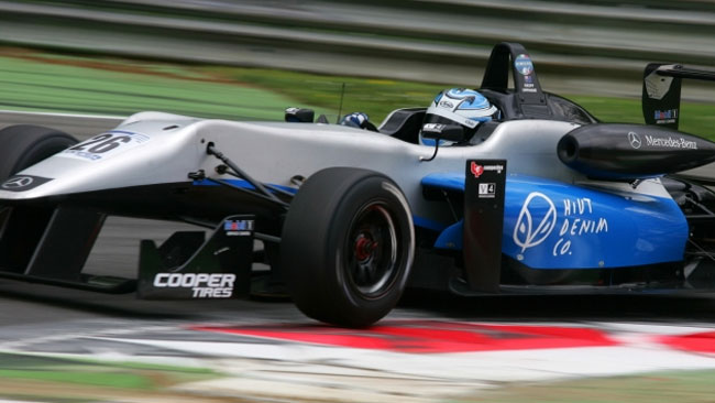 A Brands Hatch debutta la Double R Racing