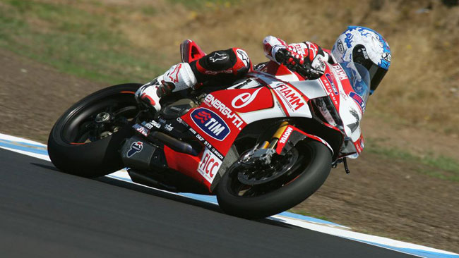 Phillip Island, Day 4: Checa porta in vetta la Ducati