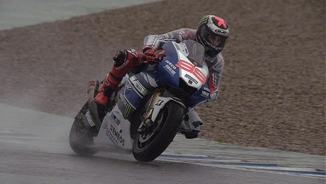 Jerez, Day 1: Lorenzo in evidenza sotto alla pioggia