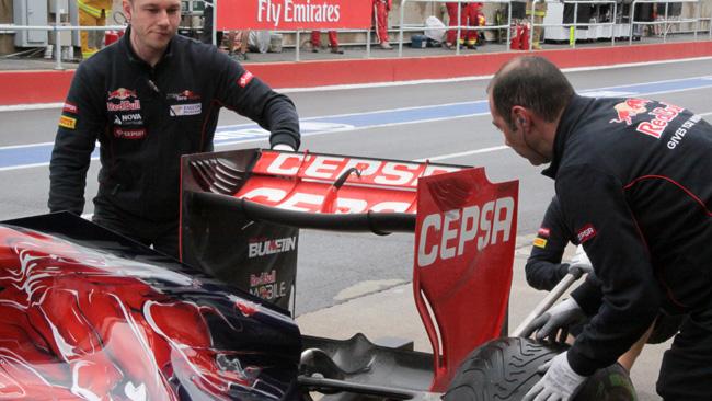 La Toro Rosso tiene la soffiatura verticale all'ala