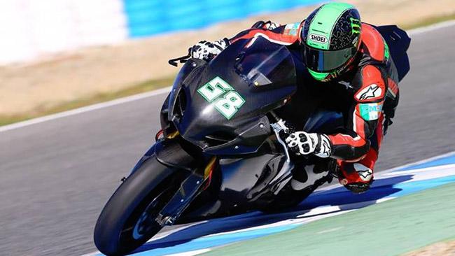 Ecco Eugene Laverty in sella alla Suzuki a Jerez