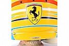 Alonso mostra un dettaglio del suo nuovo casco
