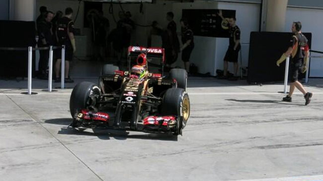 Bahrein, Day 3 (Ore 13): Lotus ferma, bandiera rossa!