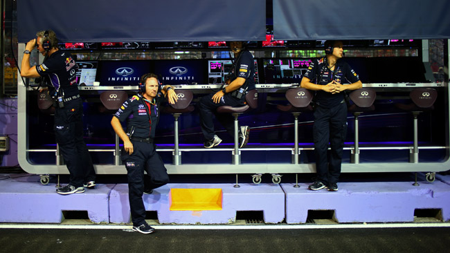 La McLaren contesta l'uso della radio della Red Bull