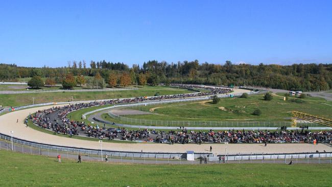 Quasi 4.000 motociclisti ricordano il Sic a Brno
