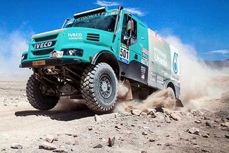 Dakar, De Rooy corre con fluidi Petronas di serie!