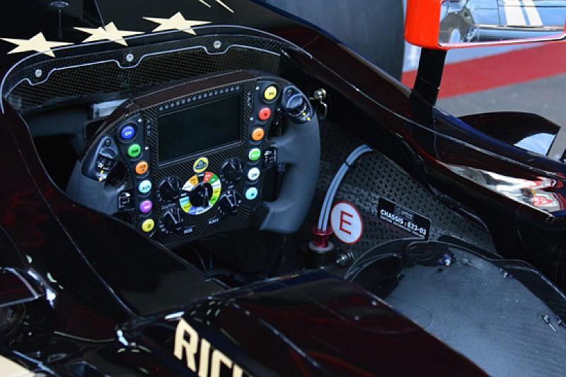 Lotus: finalmente il volante-computer col display