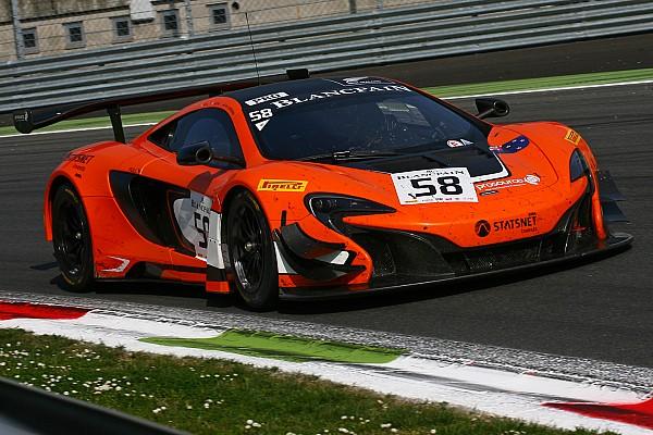 La McLaren 650S GT3 ouvre son compteur à Silverstone