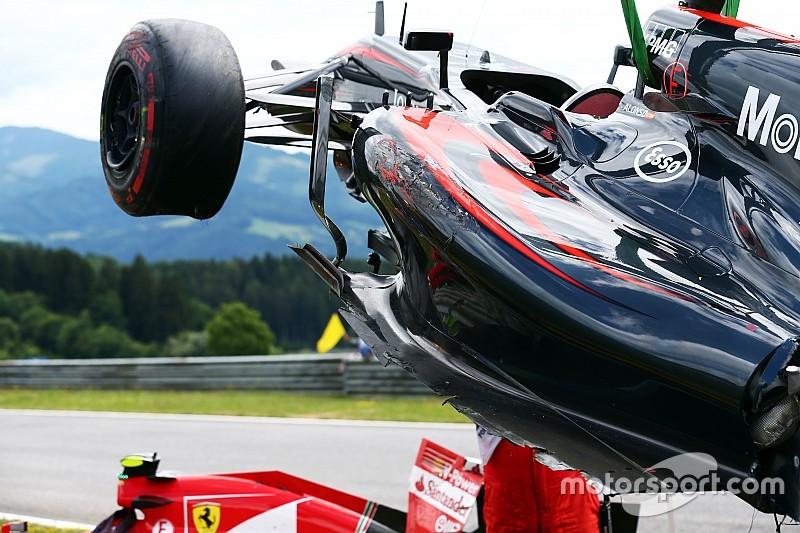 Le moteur d'Alonso endommagé dans le crash avec Räikkönen