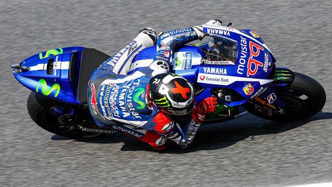 Poker di Lorenzo a Barcellona, ma Rossi non molla