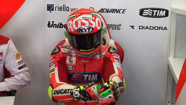 Iannone ringrazia la Ducati con il casco per il Mugello
