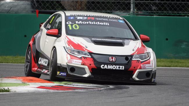 Monza, Libere 1: Dominio Civic, incidente per Roda