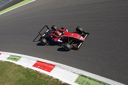 Piero Longhi implacabile, vince Gara 1 a Monza