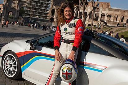 Vicky Piria sulla Peugeot RCZ-R per OmniCorse