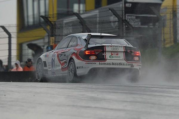 Le Audi volano sul bagnato nelle Libere 2