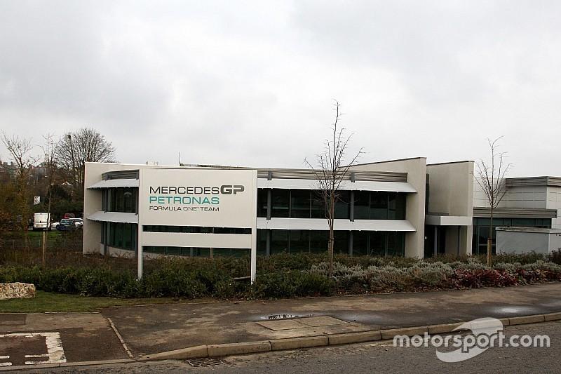 Trêve estivale - La vie à l'usine Mercedes début août
