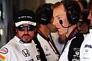 Com punição de 105 posições, Alonso brinca: