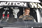 World Rallycross Jenson Button curte folga e pilota Fusca em rallycross
