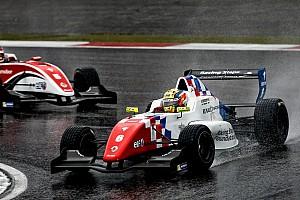 Formula Renault Ultime notizie Pole di Barnicoat nel caos di Jerez