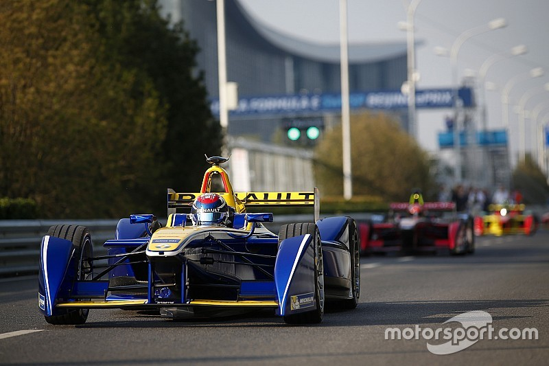 Renault continues to control Beijing pace