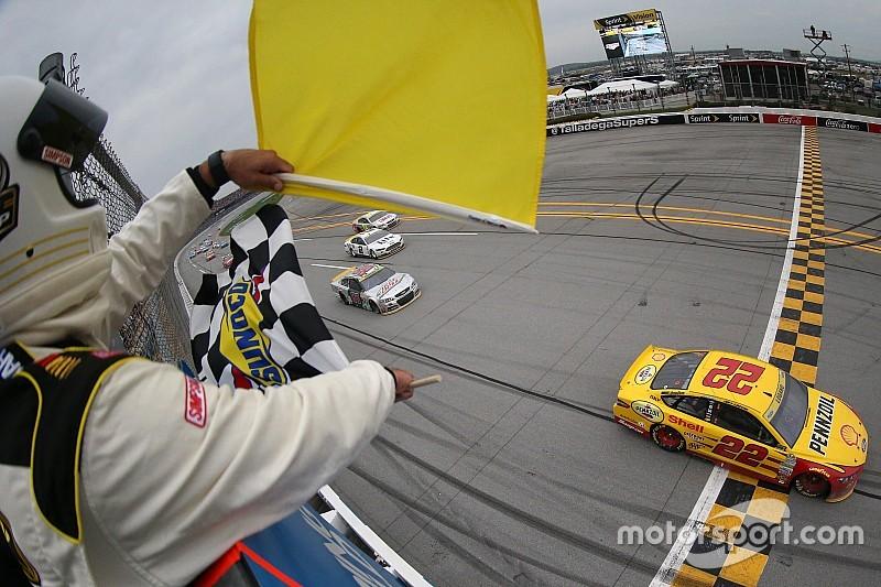NASCAR Talladega: Joey Logano siegt in dramatischem Finale